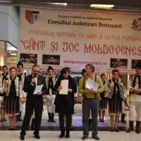 """Trofeul Festivalului naţional de dans şi muzică populară """"Cânt şi joc moldovenesc"""" a fost câştigat de tinerii de la ansamblul artistic """"Doina Costeştilor"""""""